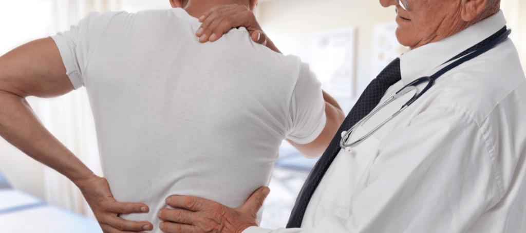 a qué médico acudir con dolor de espalda